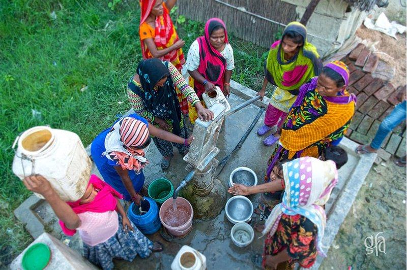 jesus-wells-women-drawing-water.jpg