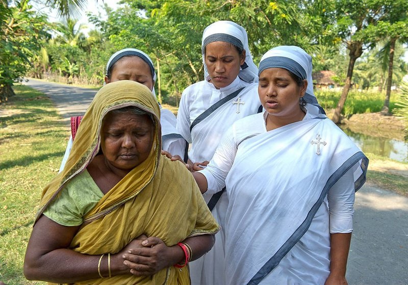 sisters-of-compassion-pray-for-widow.jpg